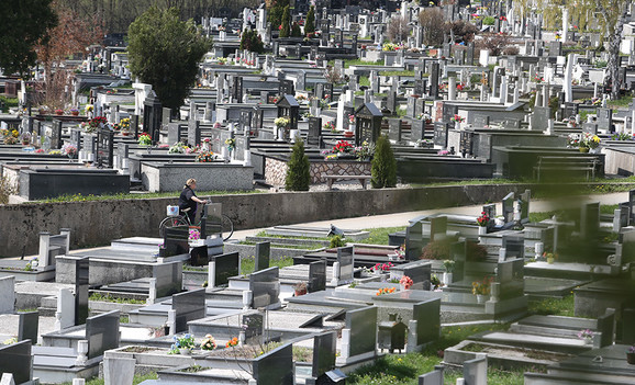 Opustela i groblja