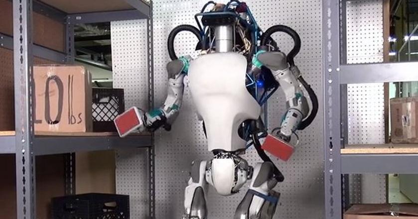 Atlas, robot autorstwa Boston Dynamics. Wraz z całą firmą trafi do SoftBanku