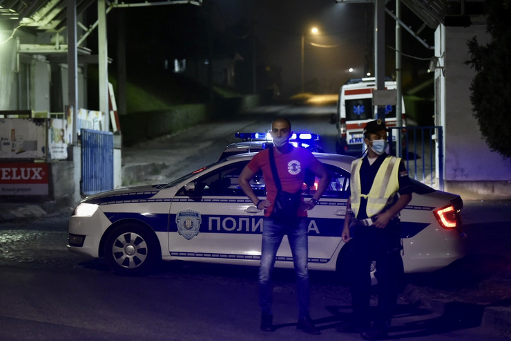 Policija MUP Srbije noćna fotka pokrivalica