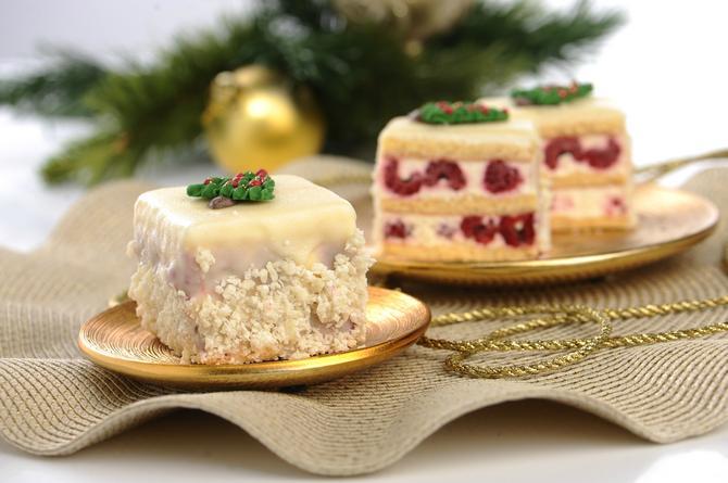 Kocke s malinom: osvežavajuće fvoće i bela čokolada, ima li šta lepše