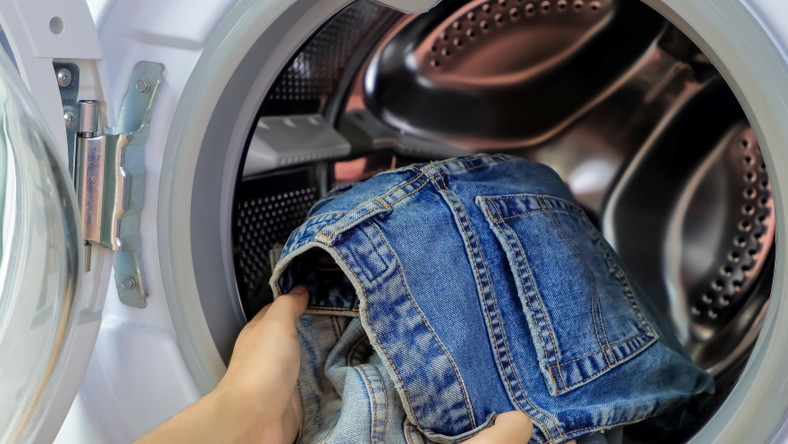 Pranie dżinsów