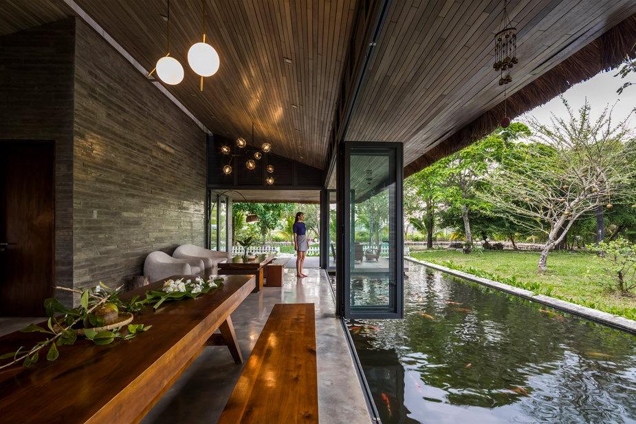 Dom w Wietnamie. Otoczony wodąi tropikalnym ogrodem!