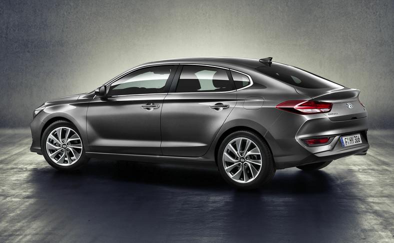 Hyundai i30 Fastback ma 1425 mm wysokości i jest o 30 mm niższe niż wersja pięciodrzwiowa