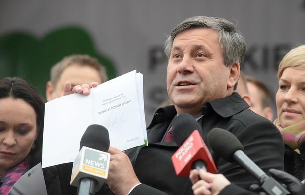 Janusz Piechociński podczas konferencji prasowej w centrum Warszawy.