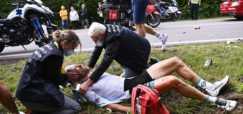 Tak bardzo chciała zaistnieć w mediach, że... przewróciła pół peletonu! Dramatyczne sceny na Tour de France