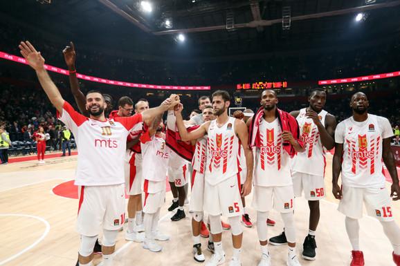Košarkaši Zvezde proslavljaju pobedu nad Fenerbahčeom
