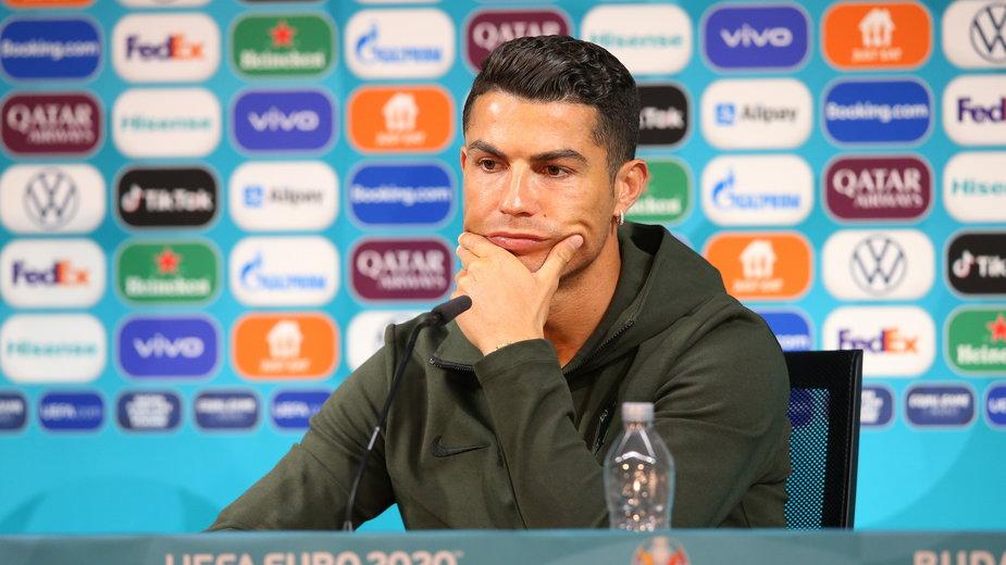 Cristiano Ronaldo w trakcie słynnej konferencji prasowej