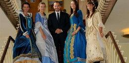 Poseł PO lansuje się z hostessami