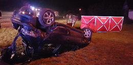 Auto dachowało, pasażerowie zginęli. Za kierownicą nastolatek