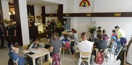 W tej kawiarni we Wrocławiu pracują osoby z zespołem Downa. Okrutne zachowanie klientów lokalu...