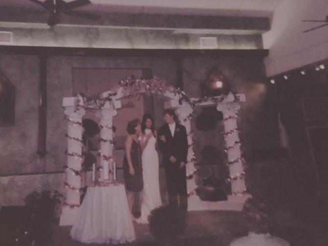 Na dan venčanja, moja mama je mom mužu krišom dala poruku SAMO ZA NJIHOVE OČI: Tek kada je umrla, rekao mi je ŠTA JE U NJOJ PISALO