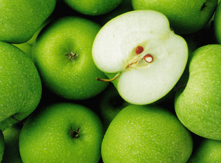 Jabłka na wariackich papierach. Czyli jak handel wygrał z polityką