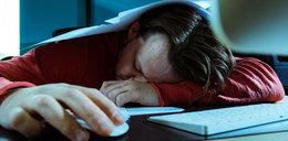 Przysypiasz w pracy? To może być objaw groźnej choroby