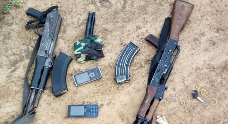 Police rescue 8 kidnap victims, recover AK-49 rifle from bandits in Kaduna. [Twitter/@HQNigerianArmy]