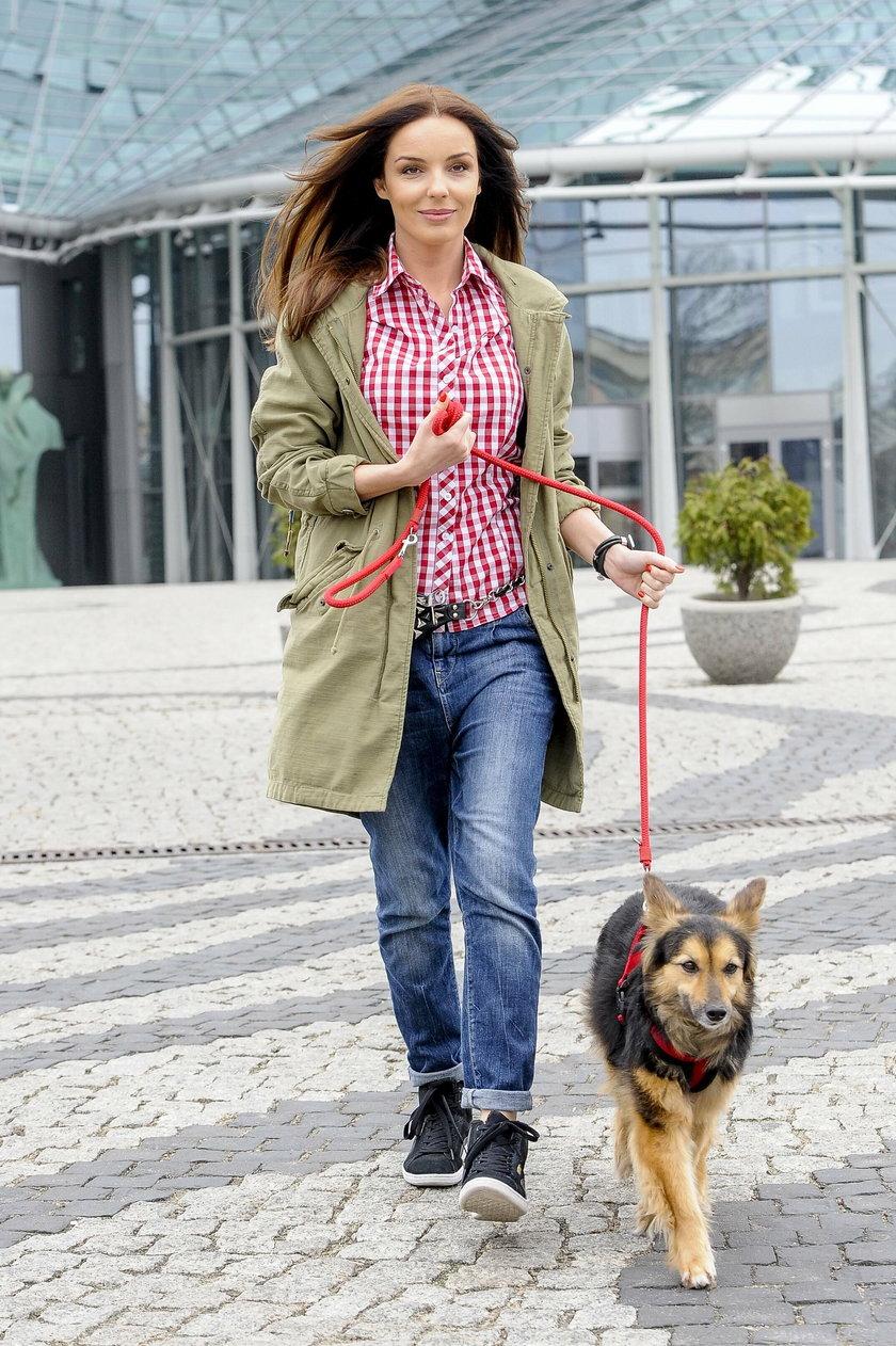 Agnieszka Włodarczyk z psem pod TVP