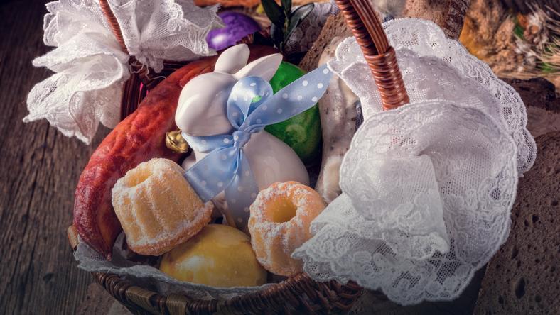 Koszyczek wielkanocny - co powinien zawierać i jak go ozdobić