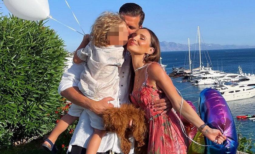 Marina i Wojciech Szczęśni z synkiem Liamem
