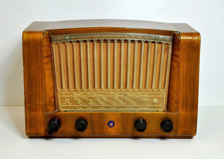 """Radio-aparat tip TESLA 53 E, Radio-industrija """"Nikola Tesla"""", Beograd, Jugoslavija, 1953."""