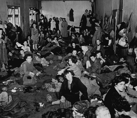 Žene i deca u logoru Bergen Belzen