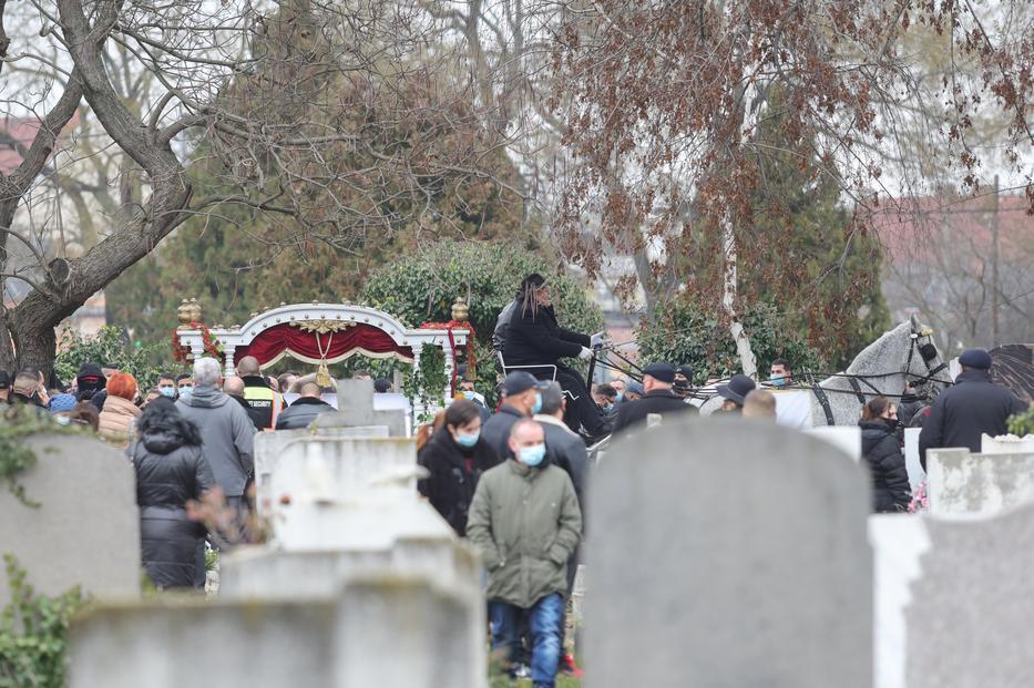 Hintón kísérik utolsó útjára Nagy Grófót / Fotó: Varga Imre