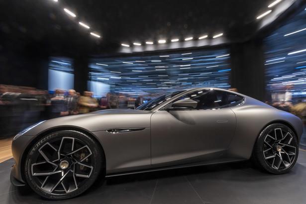 Auto w wydaniu grand tourer (GT), które w sprzedaży ma pojawić się w ciągu trzech lat, wyposażone jest w trzy silniki elektryczne o łącznej mocy 600 KM. Napęd rozłożony jest na obie osie, z tym, że za przednią oś odpowiada jeden silnik, natomiast dwa pozostałe napędzają tył pojazdu.