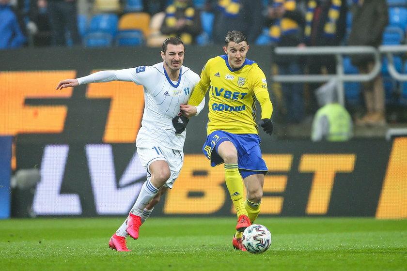 – Potrafię zrozumieć frustrację ludzi, bo ciężko pracują, natomiast nasz zawód też jest wymagający - zauważa piłkarz.