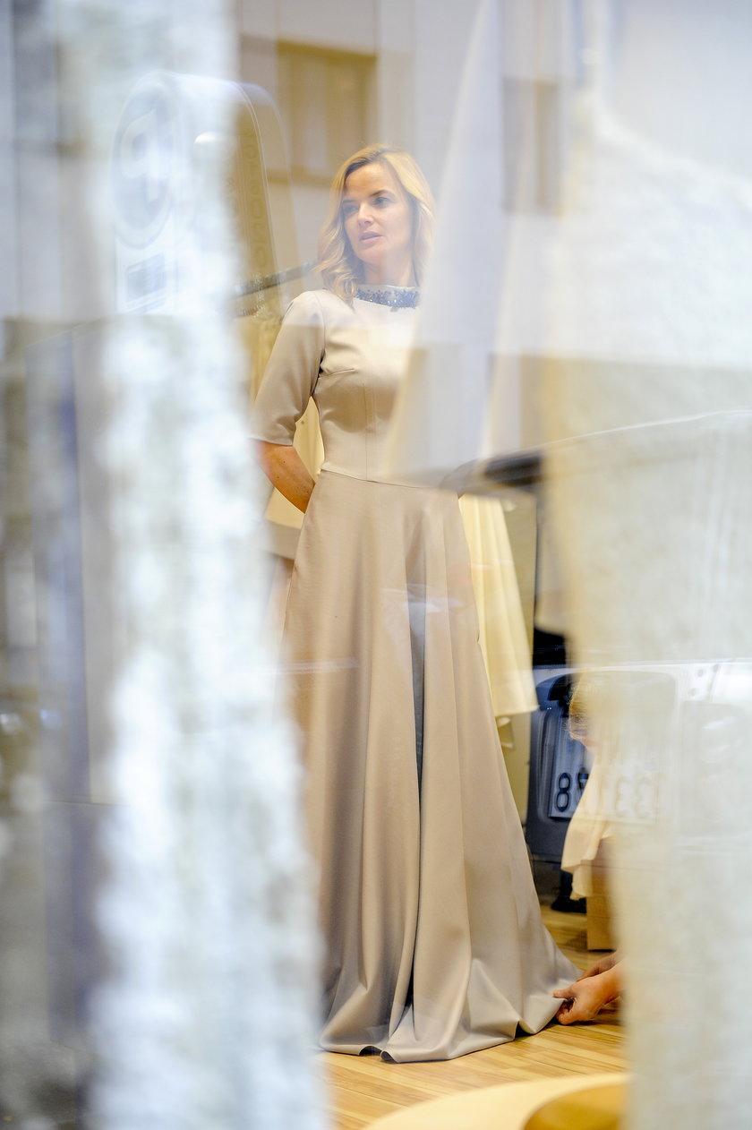 Monika Richardson w sukni ślubnej