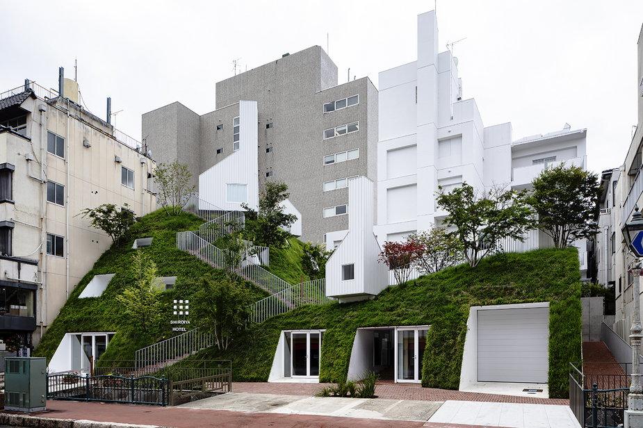 Hotel Shiroiya w Japonii. Architekt ozdobił go ogromną zieloną elewacją