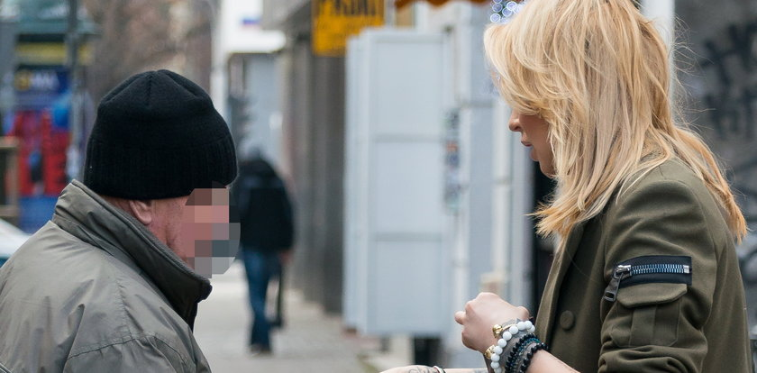 Sablewska pomogła starszemu mężczyźnie na ulicy