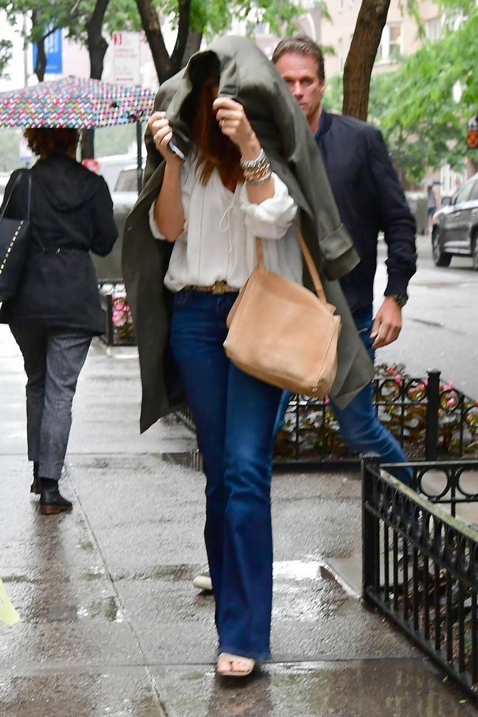 Rendi sa ćerkom ispred njenog stana u Njujorku