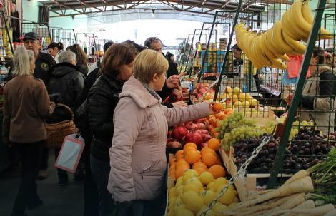 Severni susedi na subotičkom buvljaku kupuju i voće i povrće