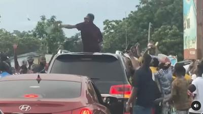 Shatta Wale causes traffic as he sprays cash in the middle of busy road in Ada (VIDEO)