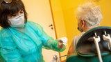 Ile osób powyżej 70 lat zaszczepiono w Polsce? Najnowsze dane
