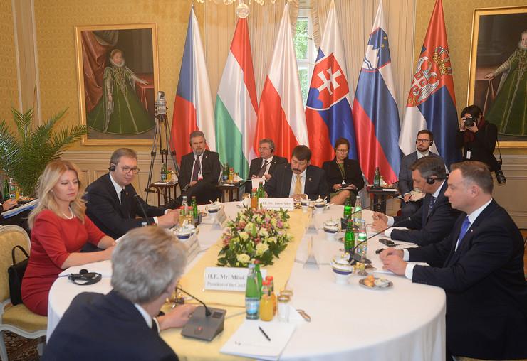 Aleksandar Vučić, Prag, Višegradska grupa