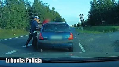 Zygzakiem na trasie S3 – nagrał go policjant jadący do pracy