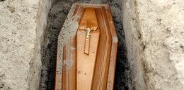 Tego nikt nie przewidział. Nie ma kto chować zmarłych na COVID, bo....