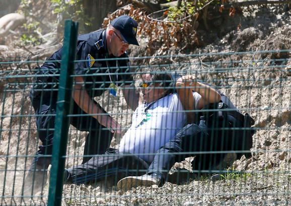Policija privodi muškarca za kog se sumnja da je napao Vučića