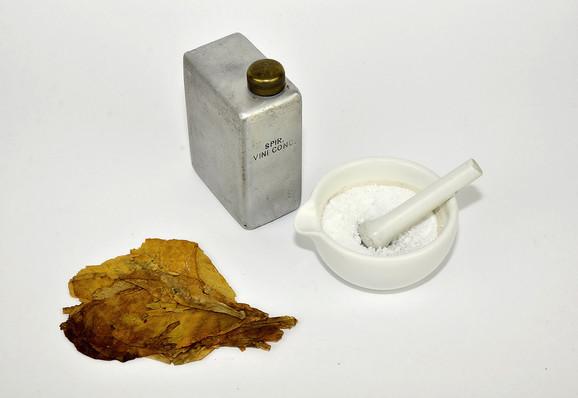 Sredstva koja su korišćena za zaštitu od vašaka – naftalin, alkohol, lišće duvana