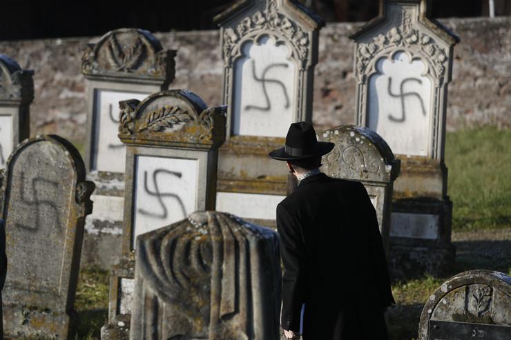 Jevrejsko groblje, kukasti krstovi, Makron