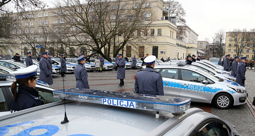 Policjanci dostali nowe radiowozy