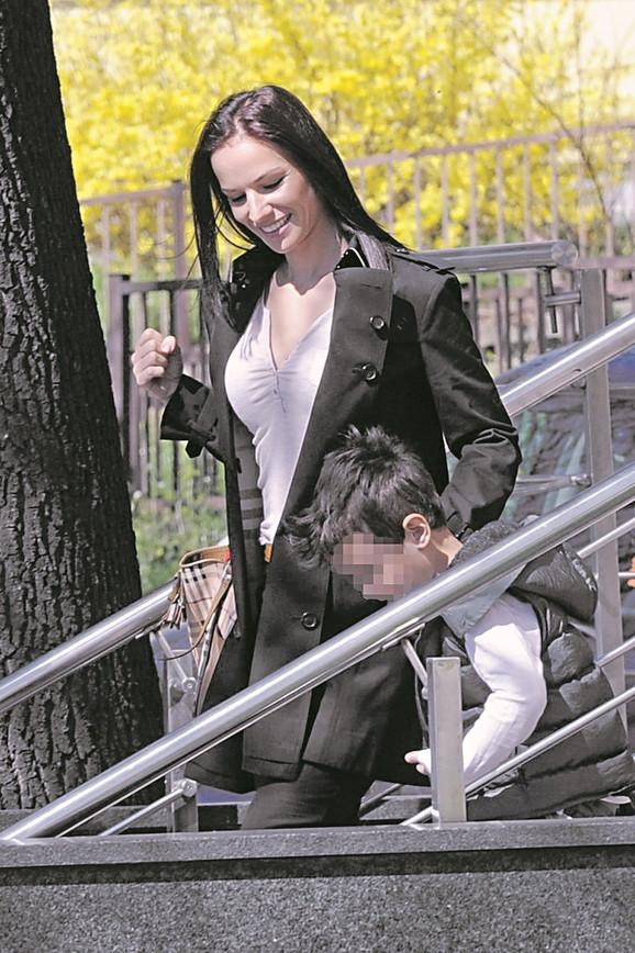 Lana redovno posećuje Šarića