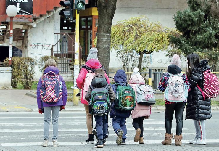 Poražavajući je i podatak da je u Srbiji 2,68 odsto stanovništva bez školske spreme