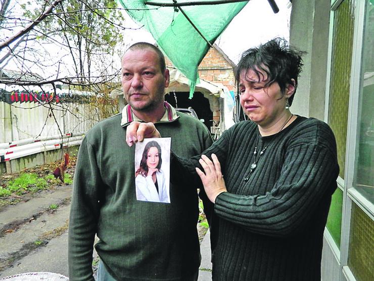 Senta - Majka Melinda i otac Endre Vitez sa slikom cerke