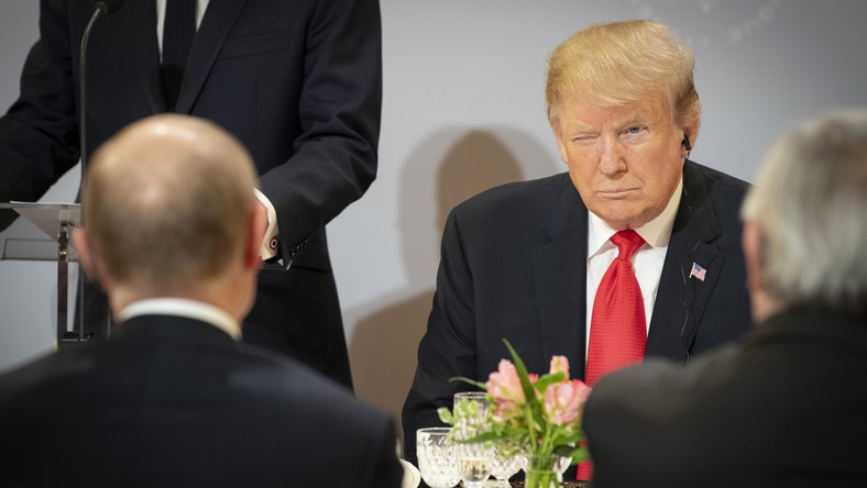 Donald Trump mruga do Władimira Putina