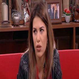 Iako možda niste povezali da se radi o istoj osobi, ona trenutno tumači lik Irene, asistentkinje Dubravke Mijatović, u seriji