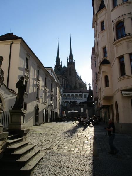 Widok na Katedrę Świętych Apostołów Piotra i Pawła w Brnie