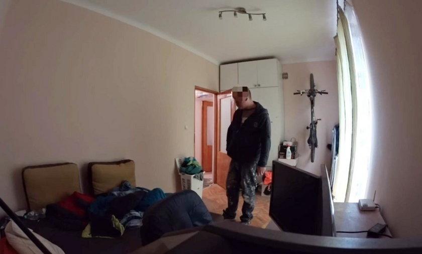 Miał wyremontować pokój