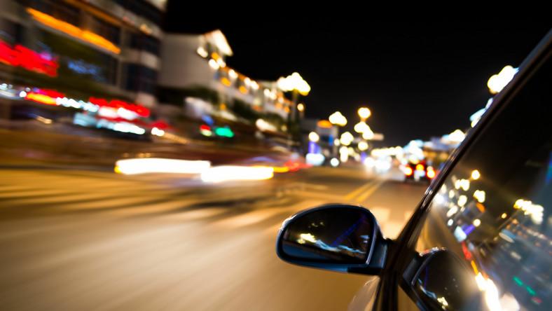 Nocna jazda samochodem
