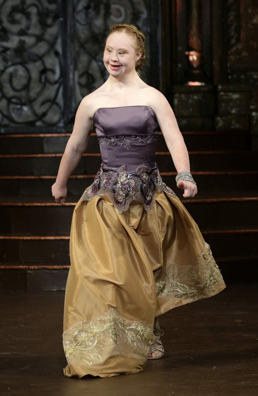 Madeline Stuart na wybiegu podczas tygodnia mody w Nowym Jorku