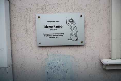 Spomen ploča na zgradi u kojoj je živeo
